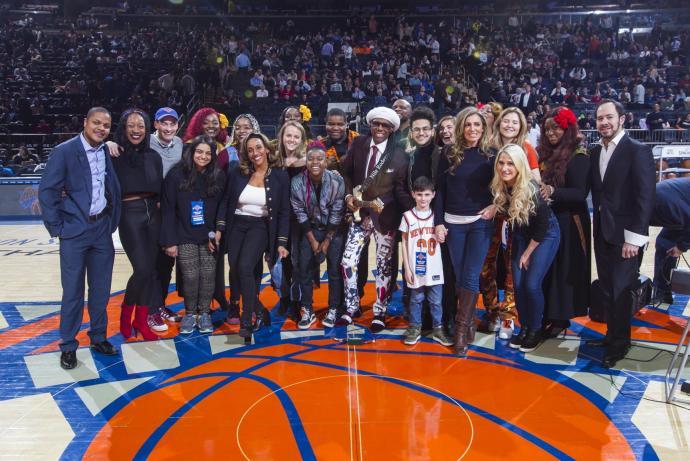 KnicksHalftimewithNileRodgersandKathySledge14